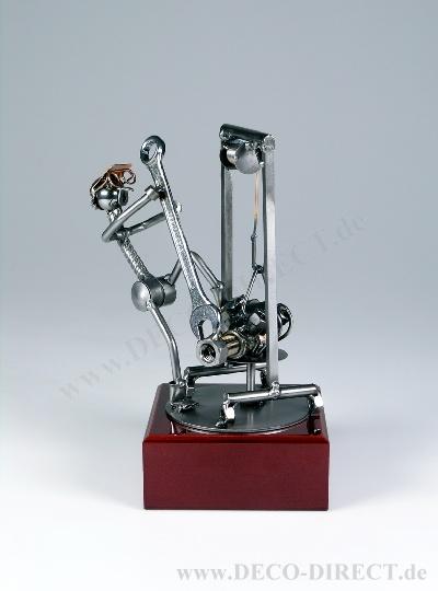 metall skulptur kfz mechaniker. Black Bedroom Furniture Sets. Home Design Ideas
